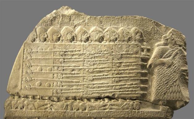 Fragmento de la estela de los buitres, de comienzos del Protodinástico III