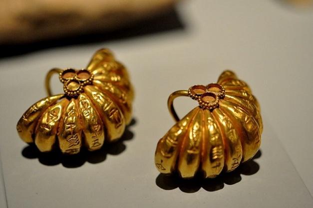 Magníficos pendientes de oro conservados pertenecientes al rey Shulgi