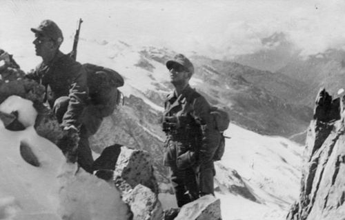 Fotografía histórica de unos soldados alemanes en el Cáucaso durante la Operación Edelweiss
