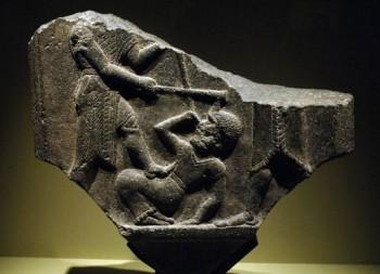 Fragmento de una estela de la victoria de época paleoasiria