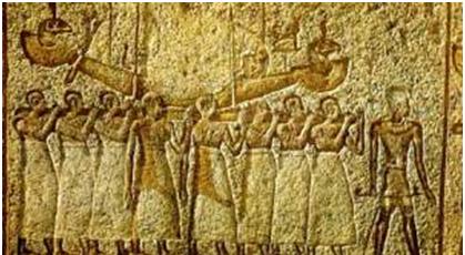 Grabado que muestra a los sacerdotes, cargando la barca donde está la imagen del dios Amón