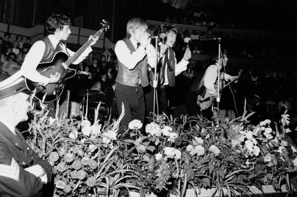 Histórica foto de la primera actuación en público de los Rolling Stones, en 1962