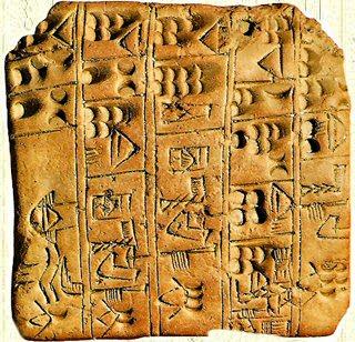 Tablilla en el que se muestra la escritura asiria