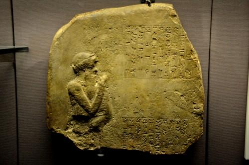 Estado actual de una estela en la que se representaría a Hammurabi de Babilonia