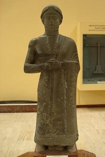 Estatua de un gobernante de Mari de finales del III milenio aC