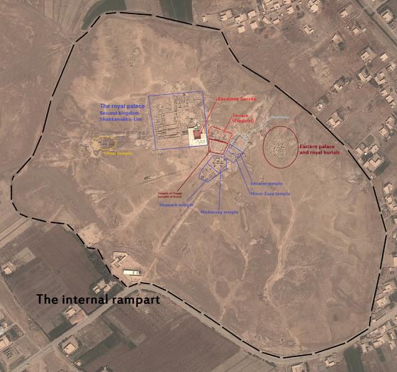 Vista desde arriba que muestra la planta y fronteras de la ciudad de Mari