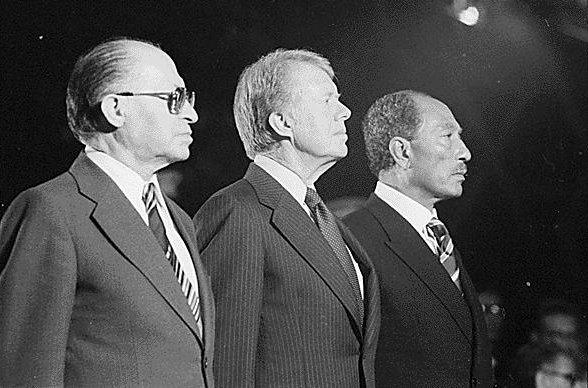 De izquierda a derecha, B, Jimmy Carter y j