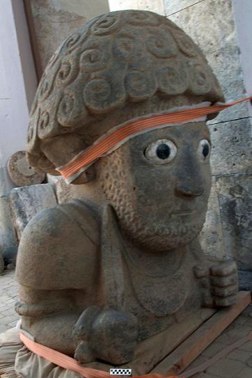 Busto gigante del rey hitita Shuppiluliuma