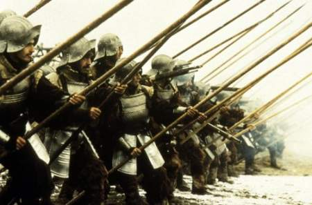 Uno de los fotogramas de la película El oficio de las armas