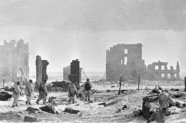 El centro de la ciudad de Stalingrado tras la victoria soviética sobre las tropas del Eje