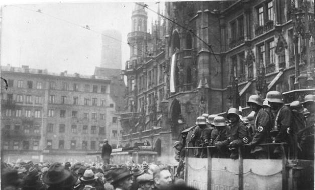 Fotografía histórica de las calles de Múnich en los días del Putsch