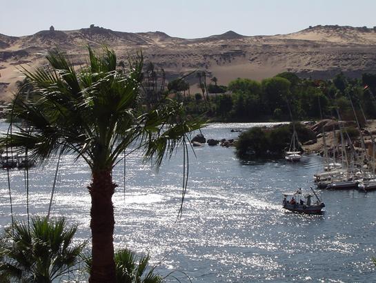 Vista de la ladera donde está la necrópolis de Qubbet el-Hawa