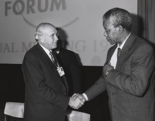 Frederik Willem de Klerk y Nelson Mandela en 1992