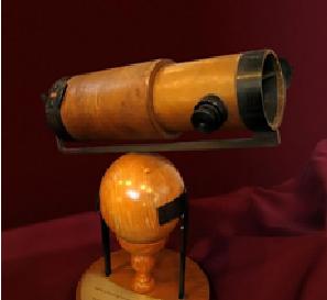 Ilustración 4 - Reconstrucción del telescopio reflectante que Isaac Newton construyó en 1672
