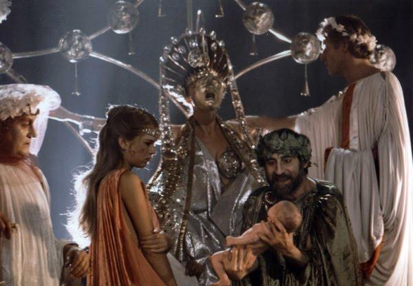 Otro de los fotogramas de la película Calígula