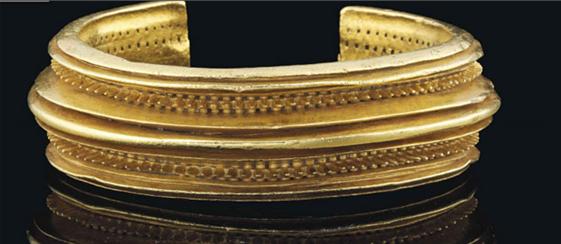Uno de los brazaletes del Tesoro de Villena