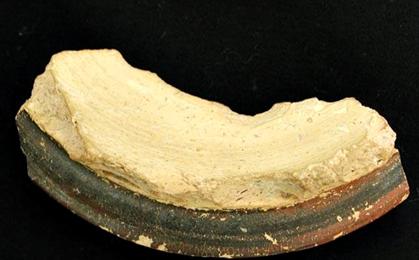 Otro fragmento de Cerámica Micénica hallada en el Yacimiento del Llanete de los Moros (Montoro, Córdoba)