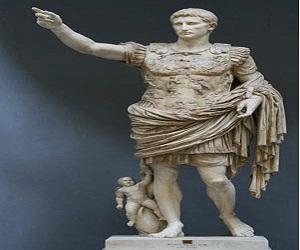 Copia de la estatua de Augusto de Prima Porta, que idealiza la figura del emperador romano