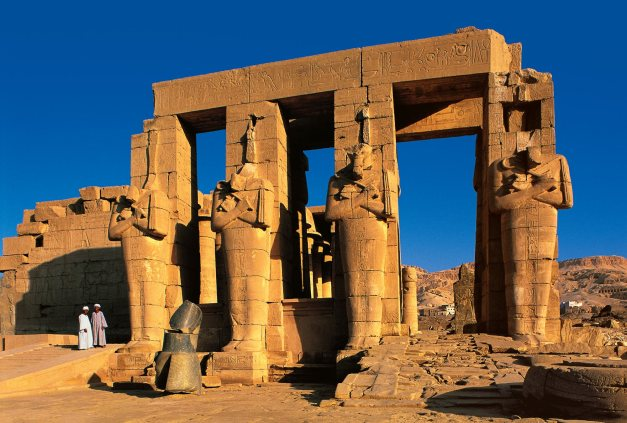 Cuatro pilares osiríacos en el Ramesseum