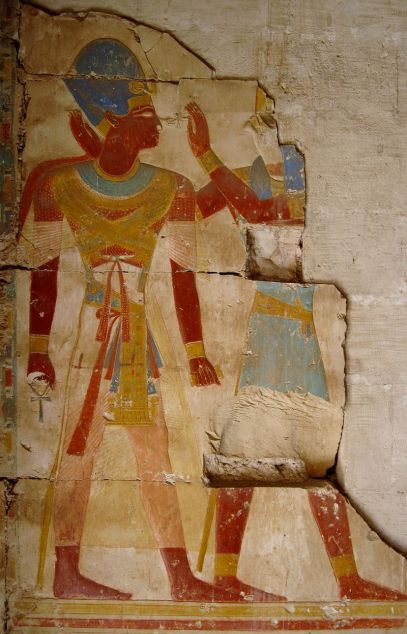 Relieve de Ramsés II con el dios Horus en el templo de Abydos