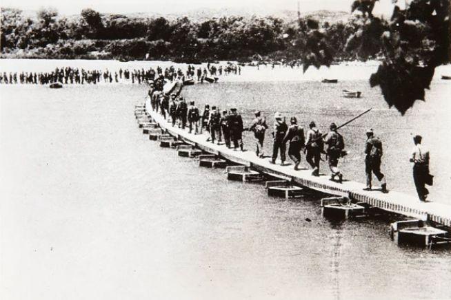 Soldados republicanos de la Guerra Civil Española durante la batalla del Ebro