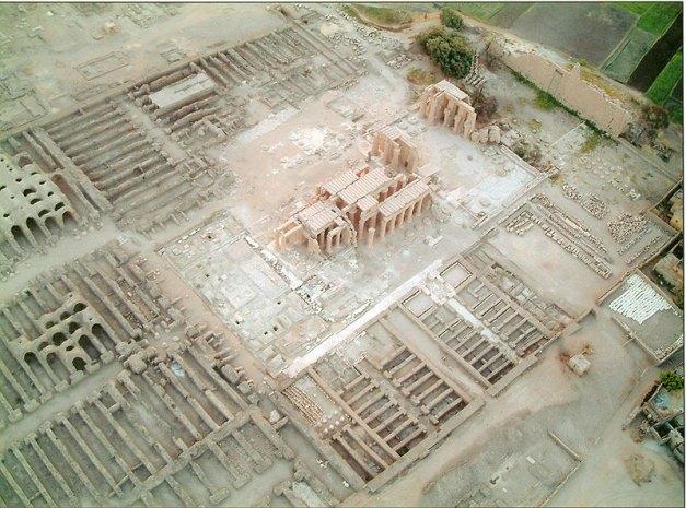 Vista aérea del estado actual del Ramesseum, templo funerario de Ramsés II