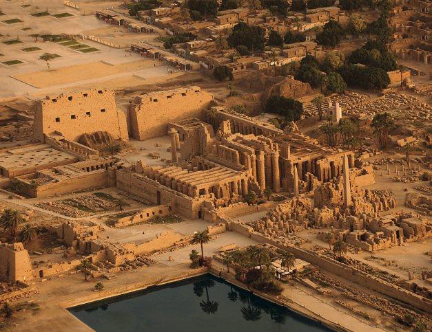 Vista panorámica del templo de Karnak