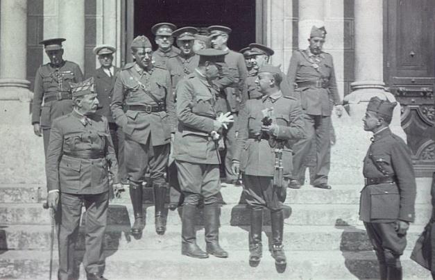 Franco con Mola, Saliquet y otros jefes militares del bando sublevado