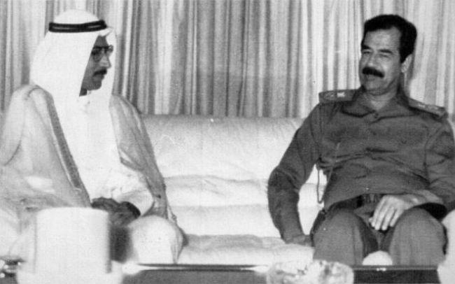Saddam Hussein reunido con el primer ministro de Kuwait en agosto de 1990