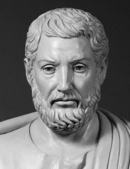 Busto de Clístenes, figura clave de la democracia en la antigua Atenas, hecho en la actualidad